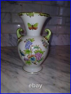 Antique Vintage Herend Hungary Hand-painted Porcelain Queen Victoria Vase Pretty