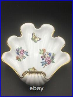 Herend Large Hand Painted Hungarian Fine Porcelain'Queen Victoria' Shell Dish