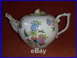 Herend Queen Victoria Tea Pot. Large. #601 70 oz